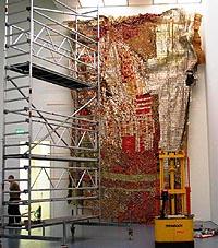 El Anatsui Installation of Sasa Pompidou