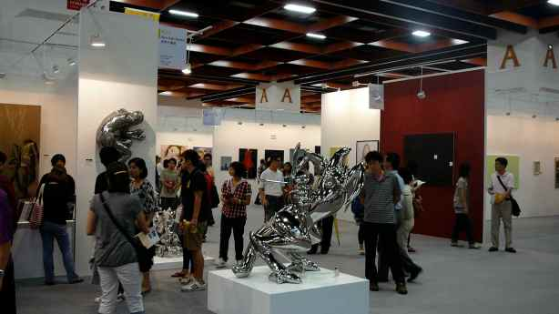 Inside Art Taipei 2010's main exhibition hall. Image property of Art Radar Asia.